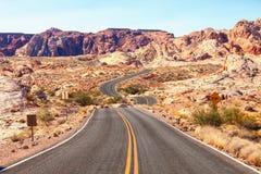 在火国家公园,内华达,美国谷的风景路  图库摄影