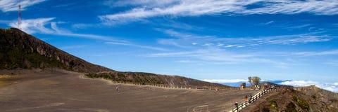 在火山口irazu火山附近 免版税图库摄影