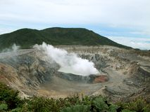 在火山口irazu火山附近 免版税库存照片