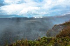 在火山国家公园,大岛,夏威夷的Kilauea破火山口 库存图片