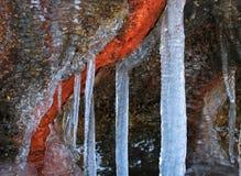 在火山岩的冰柱 图库摄影