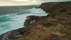 在火山岩的风雨如磐和汹涌的海在澳大利亚 影视素材