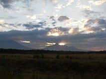 在火山的日出 免版税库存图片