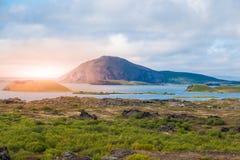 在火山的风景的日落时间在Myvatn蚊子湖,亦称湖,北冰岛 图库摄影
