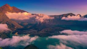 在火山Rinjani的火山口的Timelapse日落在龙目岛,印度尼西亚 股票录像