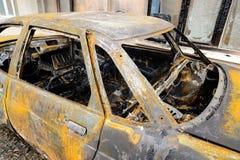 在火灾事故以后的被烧的汽车 免版税图库摄影