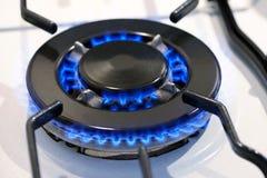 在火炉上面的灼烧的小煤气炉 免版税库存图片
