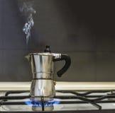 在火炉的上等咖啡罐 库存照片
