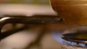 在火炉的家庭咖啡 股票视频