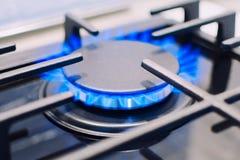 在火炉的灼烧的气体 与fo的浅深度的照片 免版税图库摄影