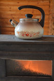 在火炉的水壶 图库摄影