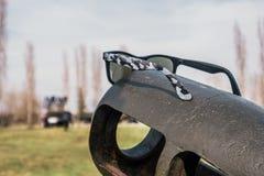 在火炮枪的太阳镜 免版税图库摄影