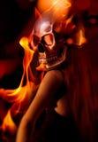 在火焰的头骨 免版税图库摄影