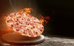 在火的便当比萨 优质便当概念 免版税库存图片