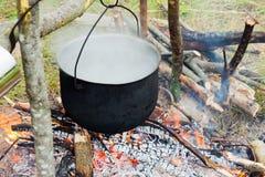 在火的旅游罐 免版税图库摄影