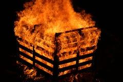 在火的条板箱 库存照片