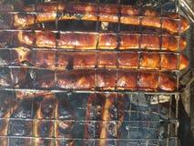 在火的烤香肠 免版税库存照片