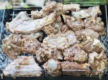 在火的猪肉烤肉串 免版税库存图片