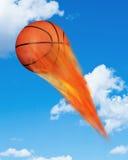 在火的篮球 免版税库存图片