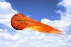 在火的篮球 库存照片