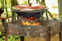 在火的罐水 图库摄影