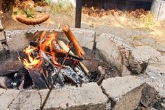 在火的香肠 图库摄影
