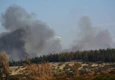 在火的直升机 免版税库存图片