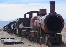 在火车公墓的老火车 库存图片