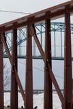 在火车后的桥梁 库存照片