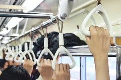 在火车的垂悬的扶手栏杆 免版税库存照片