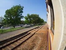 在火车的方式 免版税库存图片
