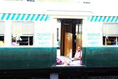 在火车的生活在Chennia印度 库存图片