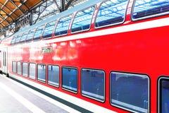 在火车站平台的高速火车 免版税图库摄影