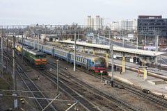 在火车站有一箱电车和货物tr 库存图片
