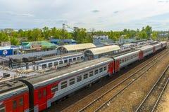 在火车站的火车在俄罗斯 图库摄影