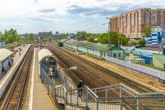 在火车站的火车在俄罗斯 免版税图库摄影