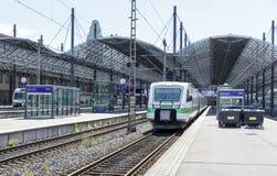 在火车站的火车在赫尔辛基, 201的8月05日,芬兰 免版税库存图片
