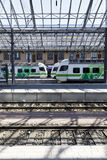 在火车站的火车在赫尔辛基, 201的8月05日,芬兰 库存照片