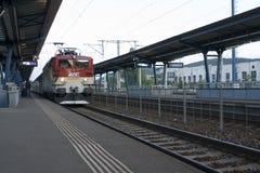 在火车站的火车 图库摄影
