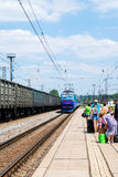 在火车站的火车 Kyiv,乌克兰 图库摄影