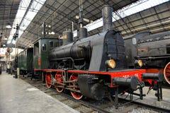 在火车站的老蒸汽火车 免版税库存图片