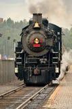 在火车站的蒸汽引擎 免版税图库摄影