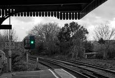 在火车站的绿灯 库存图片