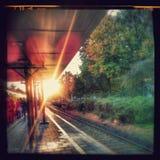 在火车站的Morningsun 免版税库存图片