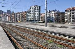 在火车站跟踪培训附近的abando毕尔巴鄂 库存照片