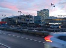 在火车站附近的公司大厦 免版税图库摄影