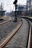 在火车罢工期间的空的轨道 库存图片