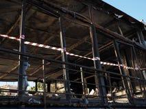 在火以后的毁灭在一个公共场所 图库摄影