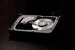 在火以后的被打开的硬盘 库存照片