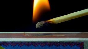 在火柴盒的燃烧比赛 慢的行动 股票视频